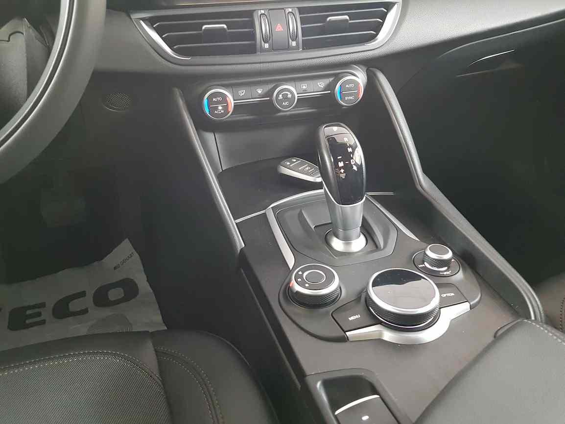 alfa_romeo_giulia_premium_auto_vendita_veicoli_nuovi_usati_enna_2