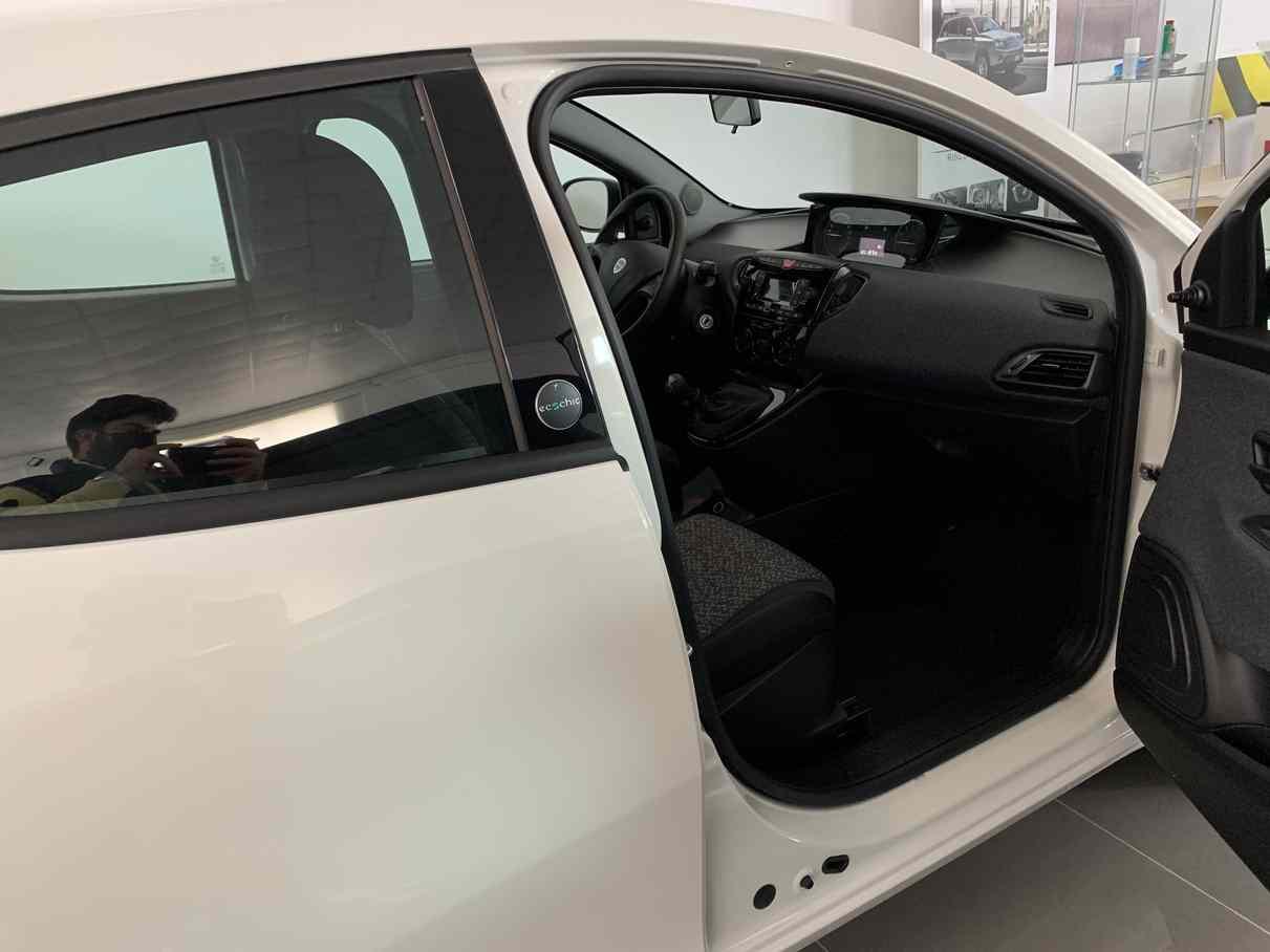 lancia_ypsilon_premium_auto_enna_vendita_auto_2